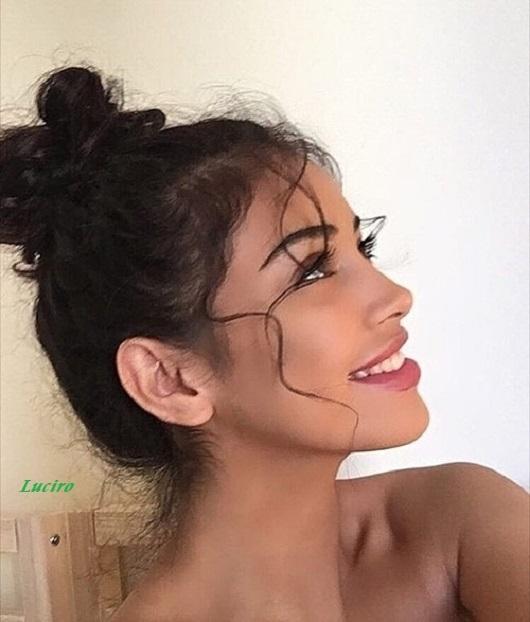 くせ毛を活かす女性の髪型